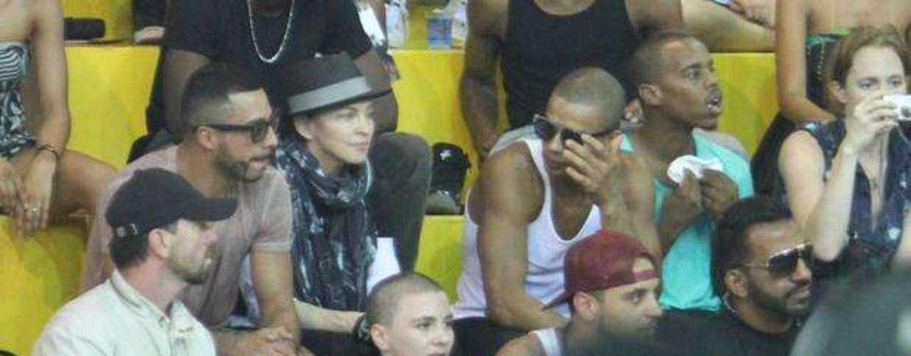 Madonna asistió a la presentación de un grupo.