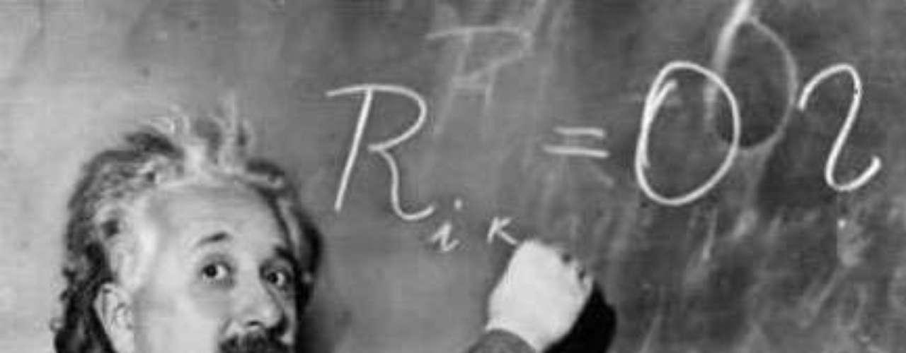 La teoría de la relatividad.- E=mc². La famosa fórmula de Albert Einstein demuestra que la masa y la energía son manifestaciones distintas de una misma cosa, y que una cantidad muy pequeña de masa puede convertirse en una gran cantidad de energía. Una de las implicaciones profundas de su descubrimiento es que no hay ningún objeto con masa que pueda ir más rápido que la velocidad de la luz.