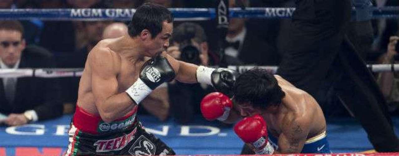 La pelea estelar comenzó a tambor batiente con un Juan Manuel Márquez encendido atacando de inmediato a Manny Pacquiao.
