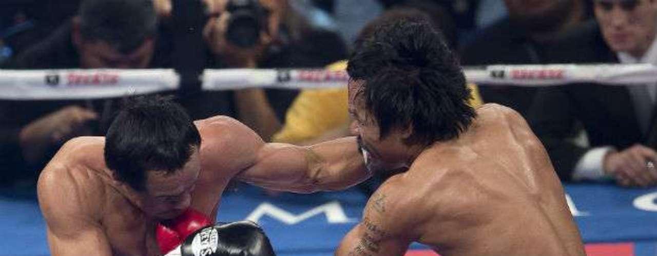 En el tercer round, Márquez sorprendió al filipino al conectarle un gancho.