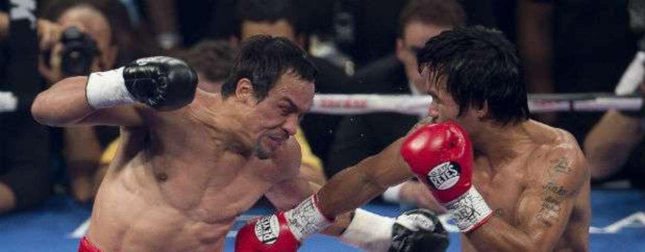 El quinto fue de campana a campana y el ´Pacman´ le propinó un zurdazo que hizo visitar la lona al mexicano y en el sexto Márquez sangraba profusamente por la nariz.