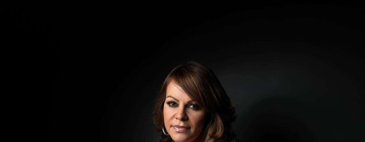 Jenni Rivera no termina un escándalo para meterse en otro. Actualmente la cantante y parte de su staff se encuentran desaparecidos. El avión donde viajaba 'La Diva de la Banda' desapareció cuando la cantante viajaba de Monterrey a Toluca para cumplir con su compromiso en 'La Voz México'. Brigadas de rescate se han dado cita en el lugares aledaños a donde supuestamente se extravió la aeronave.