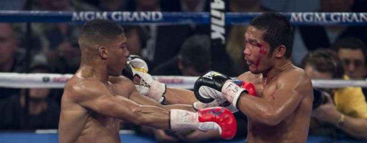 En varios rounds, Farenas sobrevivió al nocaut ante los embates de Gamboa.