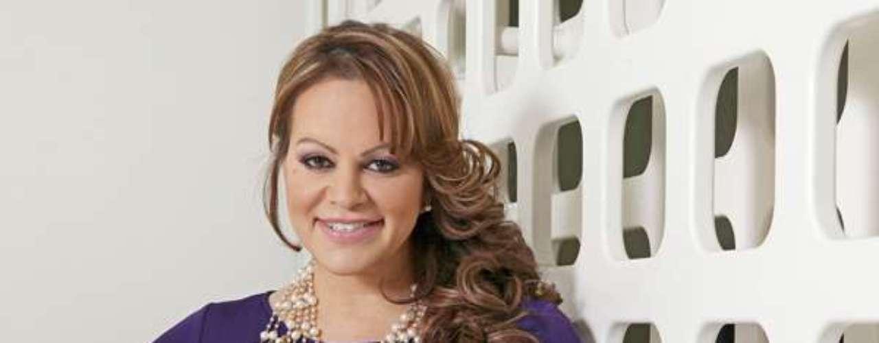 En 2012, mismo año en el que participó como coach de 'La Voz... México 2', la intérprete anunció su separación de Esteban Loaiza sin especificar las causas. Se rumoró una supuesta infidelidad de su esposo con la hija de la misma cantante.