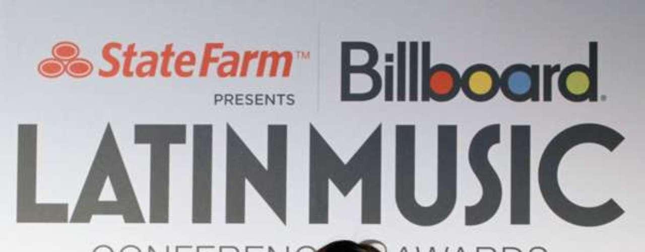 Con 15 millones de copias vendidas de sus producciones discográficas, Jenni Rivera es también la cantante grupera más taquillera, obteniendo llenos totales en grandes escenarios como el Staples Center, Kodak Theatre, Nokia Theatre, Allstate Arena y Gibson Amphitheatre en Estados Unidos, logros nunca antes vistos en una cantante mexicana, y el Auditorio Nacional, Auditorio Telmex, Arena Monterrey,Auditorio Siglo XXI y Foro Imperial en Méxicosin dejar de lado sus presentaciones en bailes y eventos masivos en los que lograba reunir a miles de personas.
