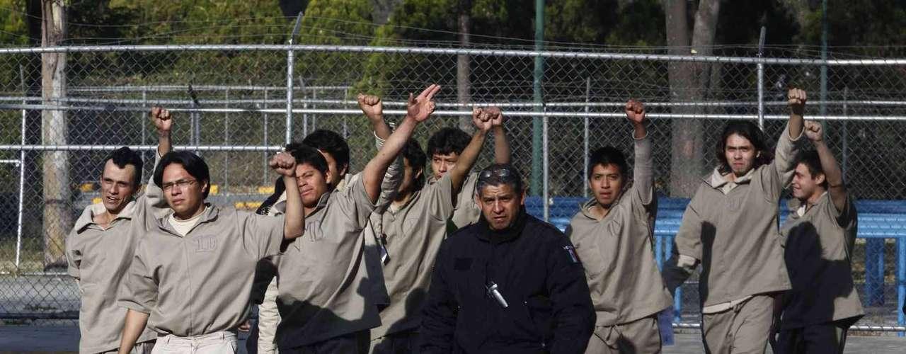 Juan de Dios Hernández, abogado representante de los jóvenes detenidos el 1 de diciembre, acusó irregularidades en la decisión de la Jueza 47 Penal sobre el auto de formal prisión en contra de 13 hombres y una mujer.