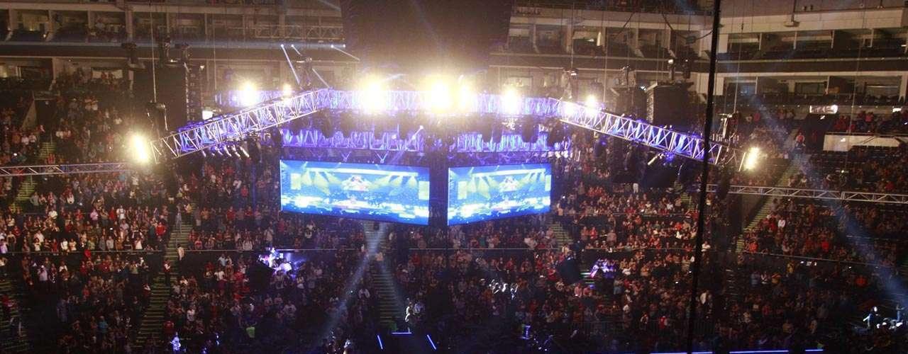 'La diva de banda se presentó por primera vez en ese recinto. Su show fue con un escenario al centro.