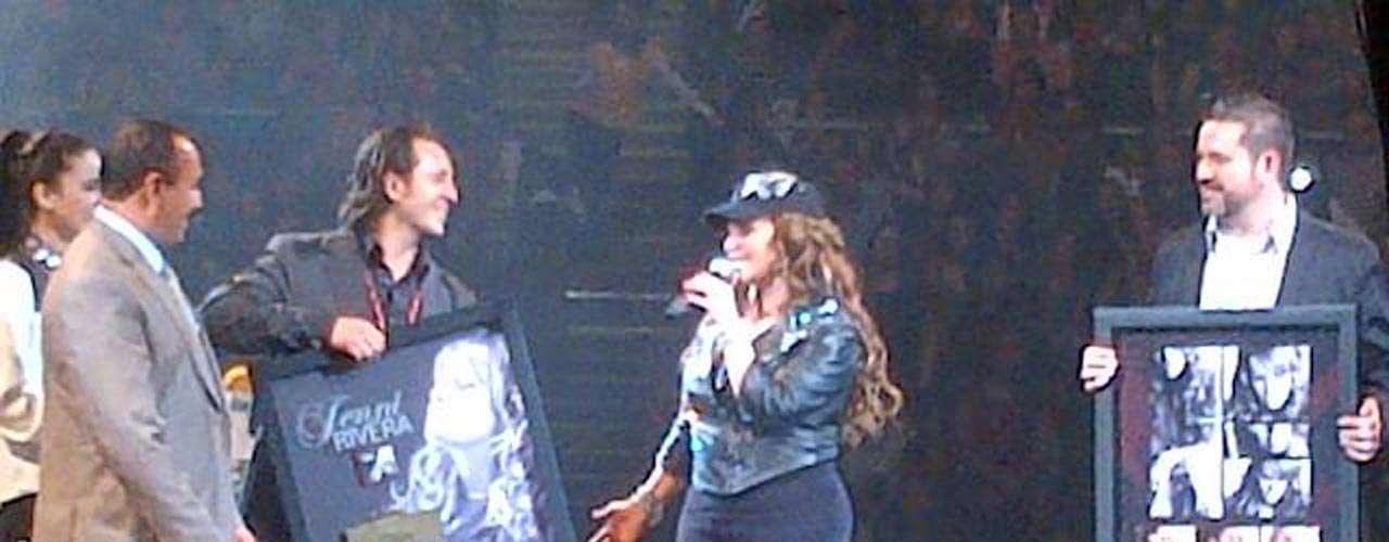 Manejadorde Jenni compartió en Twitter imágenes del que fuera el último concierto de la intérprete.