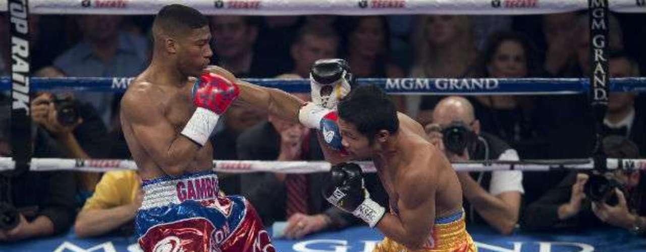 En la pelea coestelar, el cubano Yuriorkis Gamboa (calzoncillo azul y rojo) enfrenta al filipino Michael Farenas.