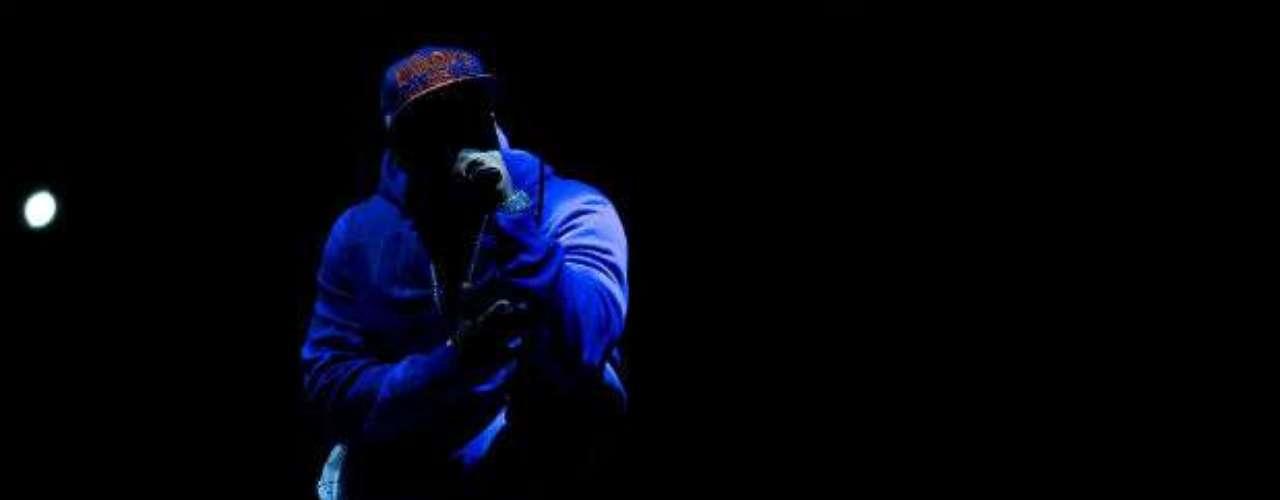 En plena oscuridad, el rapero 50 cent puso el ambiente musical en el MGM de Las Vegas.