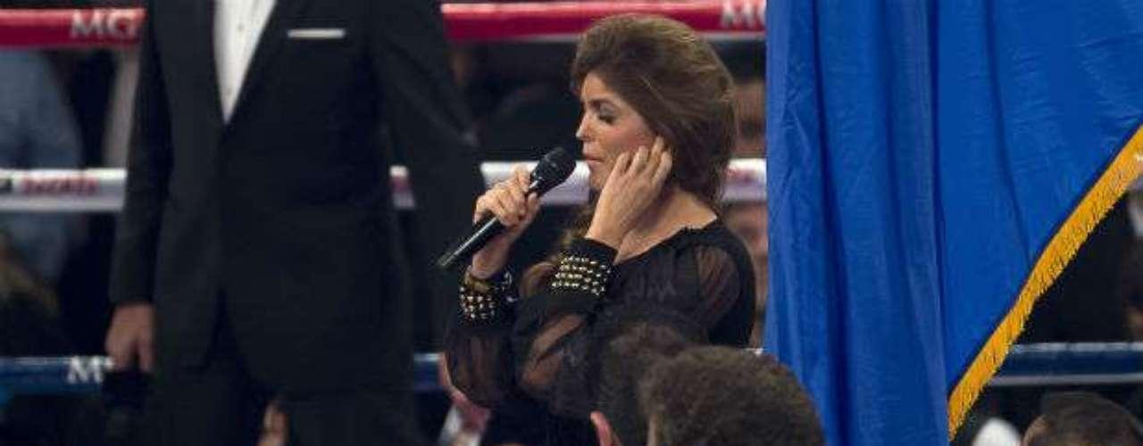 La cantante por momentos se escuchó desafinada.