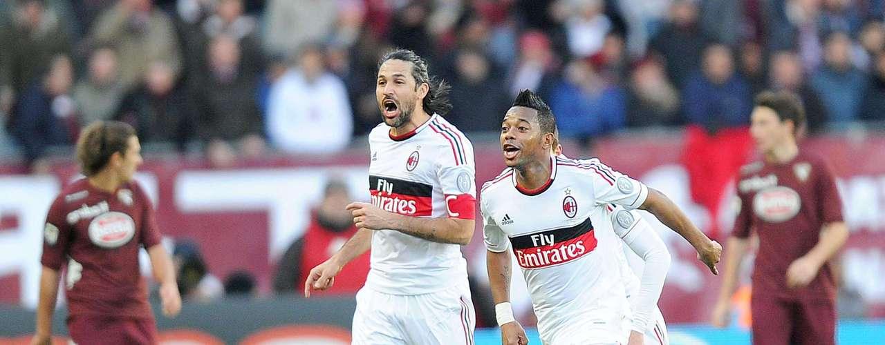 Milan revive al vencer a Torino 4-2 como visitante