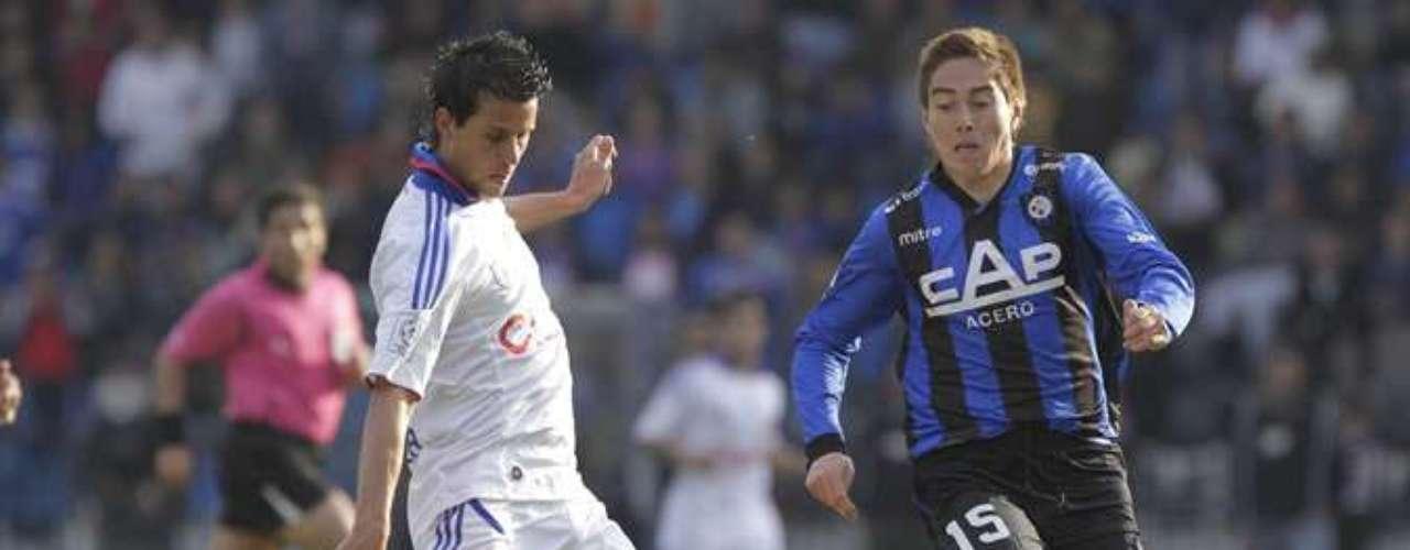 JONATHAN SUAZO: Estuvo a préstamo en Everton durante esta temporada, pero debe regresar al cuadro acerero.