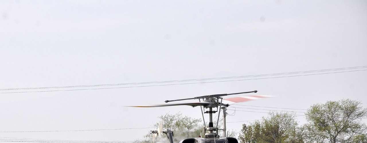 Con la ayuda de helicópteros, Protección Civil realizó recorridos aéreos para localizar, y posteriormente identificar, los restos de la aeronave privada de Jenni Rivera.