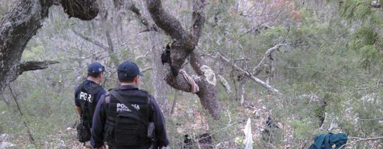 Alrededor de la zona del accidente en el que murió Jenni Rivera, las autoridades encontraron piezas de ropa entre la vegetación del lugar.