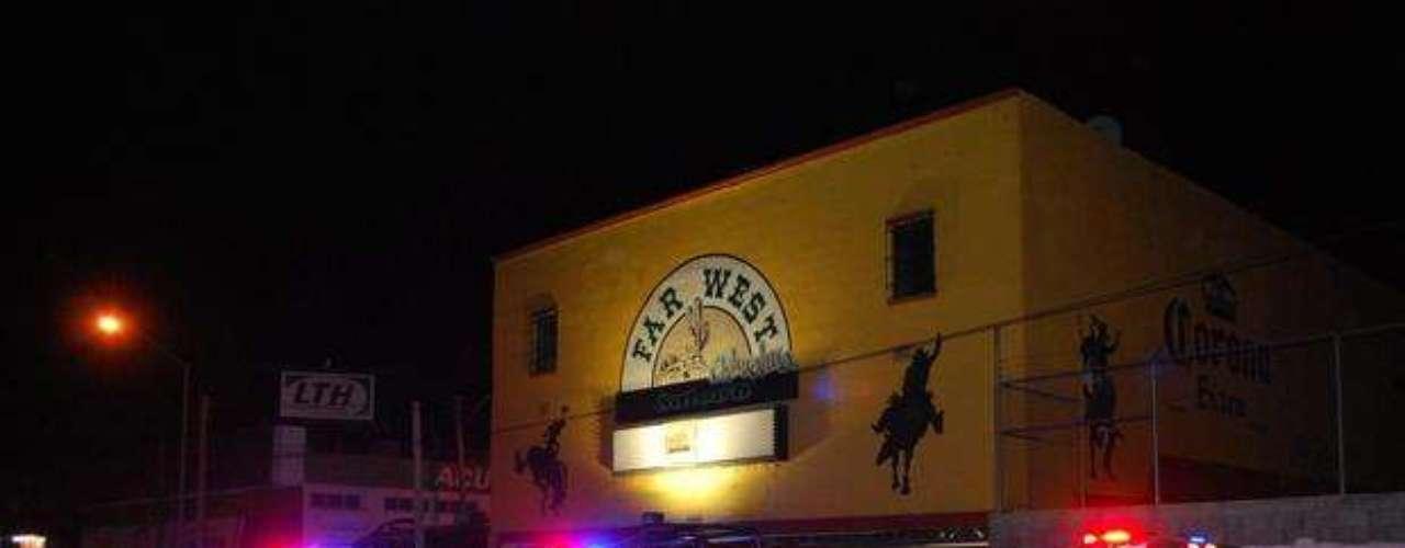 4 de febrero de 2012 - Un grupo de sicarios abrió fuego a las afueras del bar Far West en Chihuahua donde nueve personas, entre ellas un policía y cinco músicos, fueron asesinadas a tiros y otras 11 resultaron heridas.