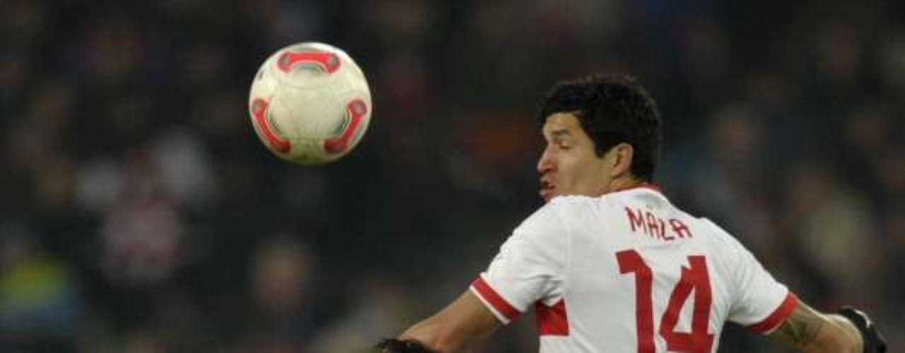 El 'Maza' Rodríguez regresó a la titularidad en la Bundesliga y dio un buen partido; el Stuttgart derrotó 3-1 al Schalke.
