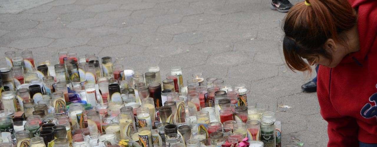Encendieron veladoras para el descanso deJenni Rivera.