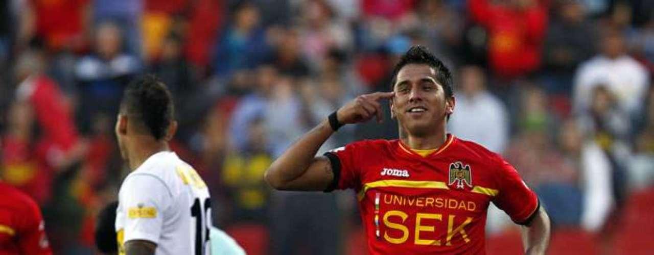 EMILIO HERNÁNDEZ: El ex jugador de la U podría fichar en Colo Colo para el próximo año debido a sus buenos rendimientos en el Clausura e incluso barajaría ofertas de Europa y Argentina.