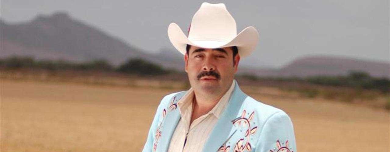 Sergio Vega, apodado 'El Shaka', cantaba narcocorridos y gozaba de buena popularidad en la música grupera. En junio de 2010, el cantante iba camino a una presentación cuando fue asesinado a tiros mientras circulaba por una carretera de Sinaloa.