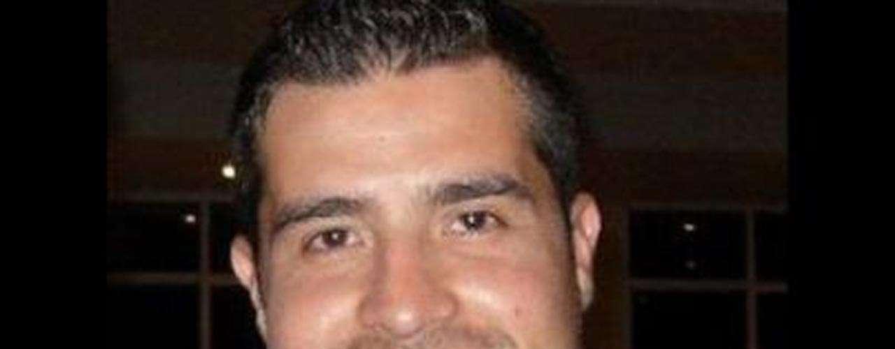 Alberto Lizárraga, el nieto del fundador de la Banda El Recodo, Don Cruz Lizárraga, e integrante de la banda Estrellas de Sinaloa, murió en marzo de 2011 tras una balacera en una discoteca de Mazatlán.