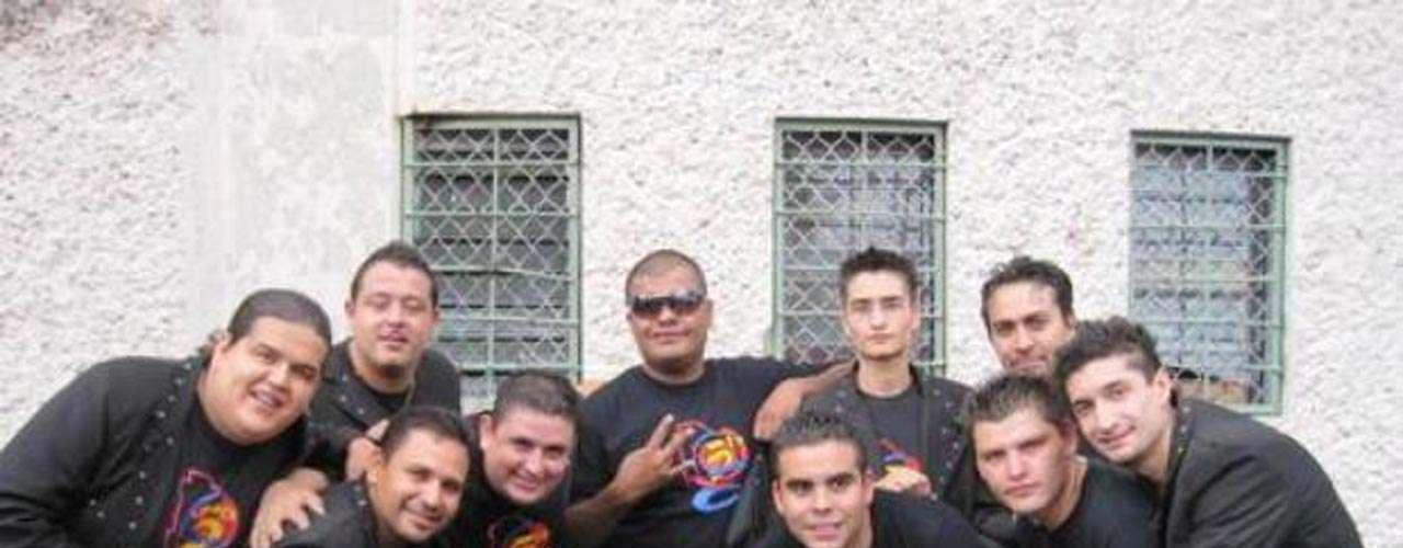 Cinco integrantes de la agrupación de música norteña La 5Ta Banda fueron asesinados en un ataque a balazos, en de febrero de 2012, mientras se presentaban en un salón de baile de una ciudad del estado de Chihuahua en México.