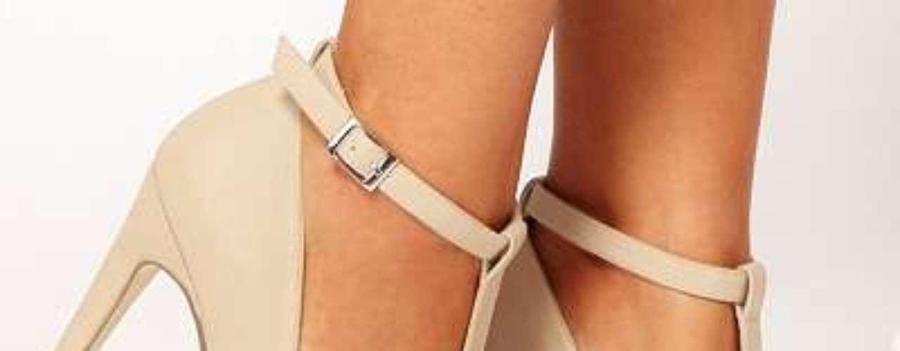 Delicados, fabulosos y a un precio maravilloso. Zapatos con tira en el tobillo por 45 dólares en asos.com