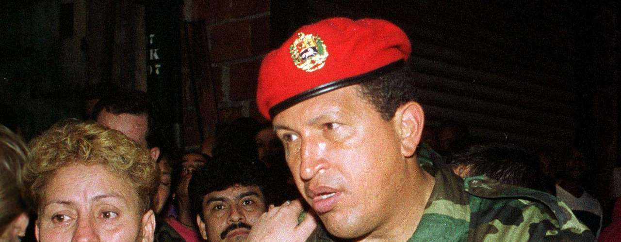 En el año 1998 Chávez se postuló a la presidencia con el apoyo del Movimiento Quinta República (MVR). Tras su triunfo se convirtió en el presidente número 52 de la República.
