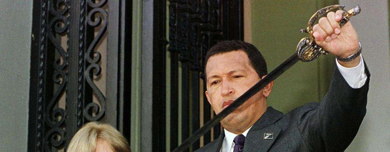 Casi nueve años después se discute, qué grupo inició el tiroteo aquella tarde. Enfrentamiento que produjo que Chávez renunciara en la madrugada del día siguiente. Los militares en contra del mandatario declararon un golpe de Estado y nombraron a la cabeza de Fedecámaras, Pedro Carmona, presidente de Venezuela. Pero el gusto le duró muy poco a la oposición, pues las masivas protestas a favor de Chávez y el hecho de que muchos países no reconocieran la legitimidad del gobierno de Carmona provocaron que Chávez volviera al poder el 14 de abril de 2002.
