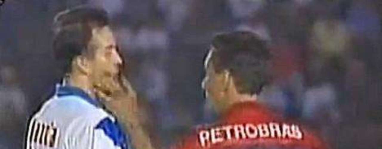 In September of 1995, Flamengo and Vélez Sarsfield were playing the Supercopa Sudamericana. when notorioiusly aggressive Edmundo provoked an opposing player who floored the Brazilian with a punch. As expected, all hell broke loose.