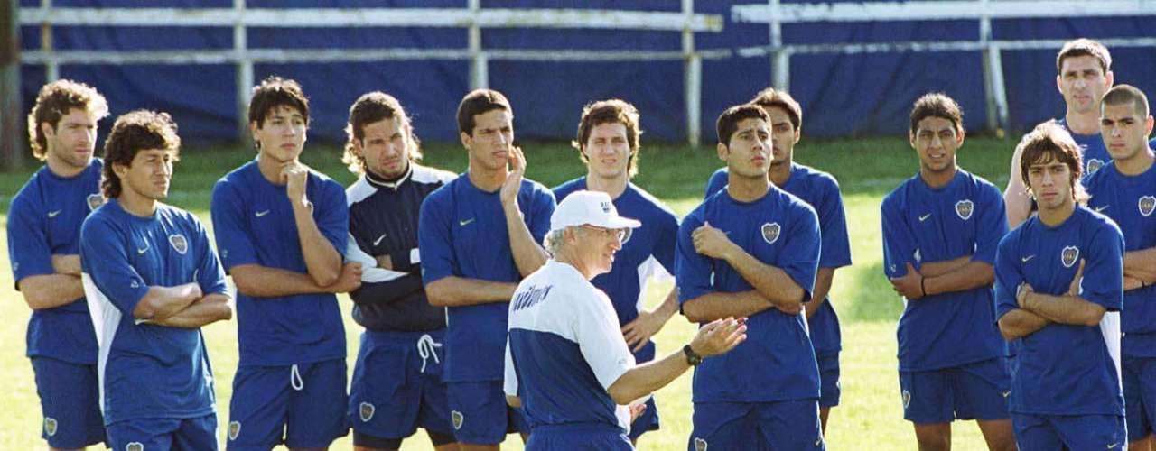 La base del equipo campeón: Córdoba; Ibarra, Bermúdez, Samuel, Arruabarrena; Basualdo, Serna, Cagna; Riquelme; Guillermo Barros Schelotto y Palermo
