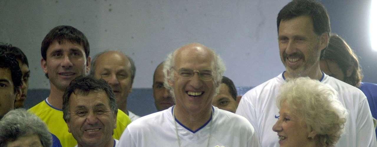 Elegido mejor entrenador del mundo en 2000 y 2003, según la IFFHS