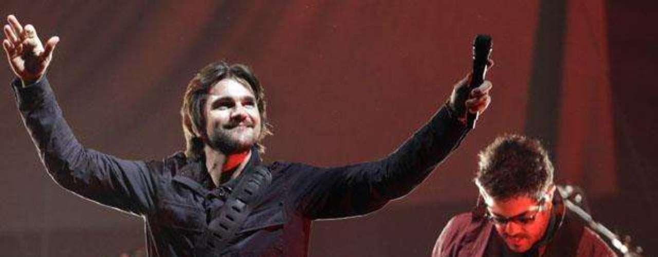 Juanes llenó de sabor a su natal Colombia, al ofrecer en Bogotá el primer concierto de su \