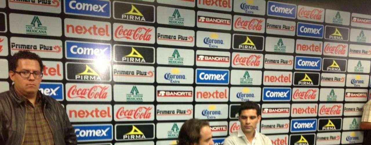 Junto a su nuevo 'jefe', Jesús Martínez Murguía, también ofreció conferencia de prensa, misma en la que externó su alegría por integrarse como refuerzo al León.