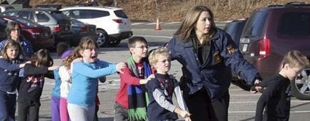 Todas las escuelas públicas de Newtown fueron cerradas tras losreportes del tiroteo.
