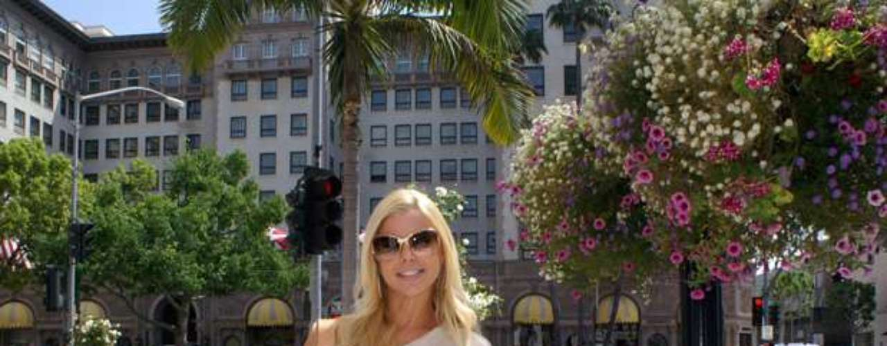 Our cameras captured the stunning blonde outside the famous Beverly Wilshire, Beverly Hills-Four Seasons Hotel, located in the heart of Beverly Hills, California.