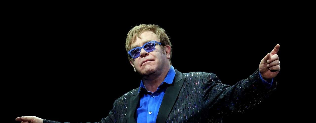 Elton John - 32 millones de dólares.