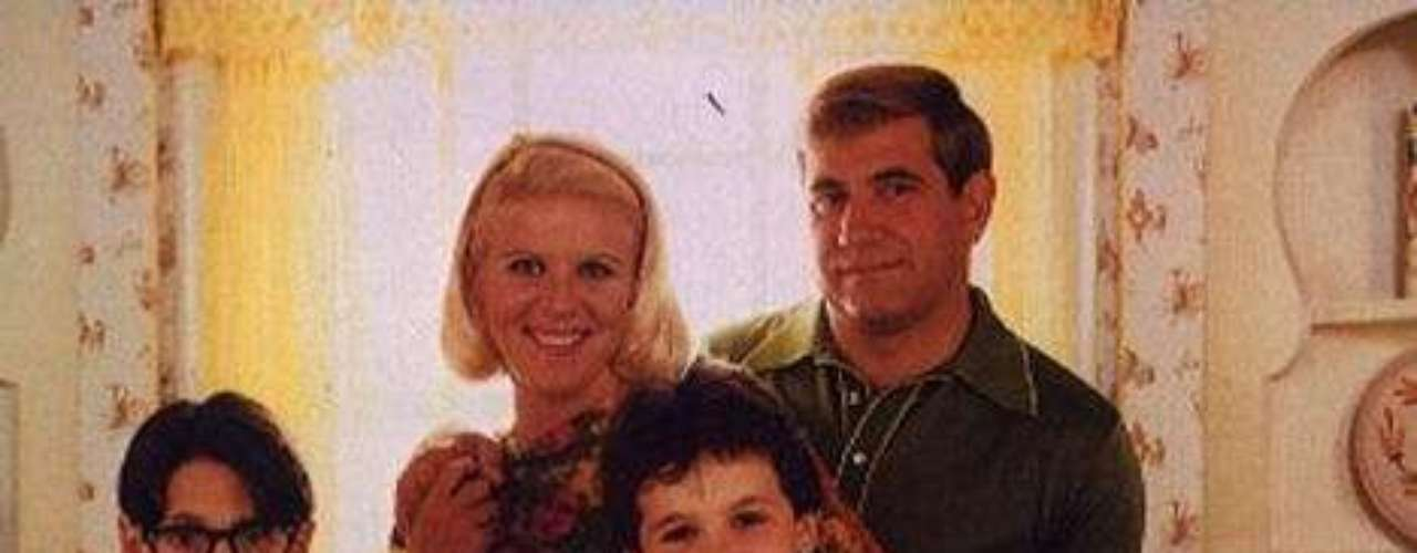 Los Años Maravillosos. Recordado drama cómico que cuenta las aventuras de Kevin Arnold, un muchacho que vive su niñez y adolescencia en el simbólico Estados Unidos de los años sesenta.