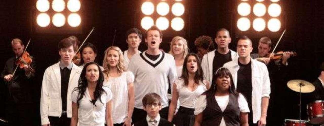 Glee. Comedia musical que narra la vida de unos estudiantes y su lucha por triunfar en el mundo del teatro.