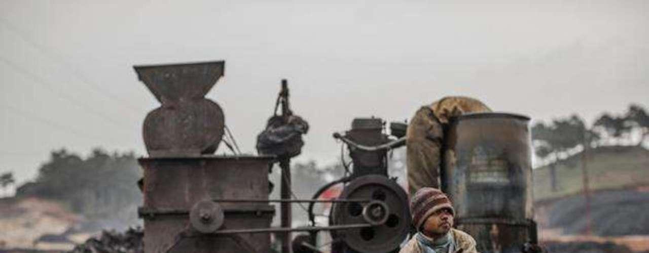 El australiano Daniel Berehulak fotografió la rutina de los niños que trabajan en minas de carbón en el estado indio de Meghalaya.