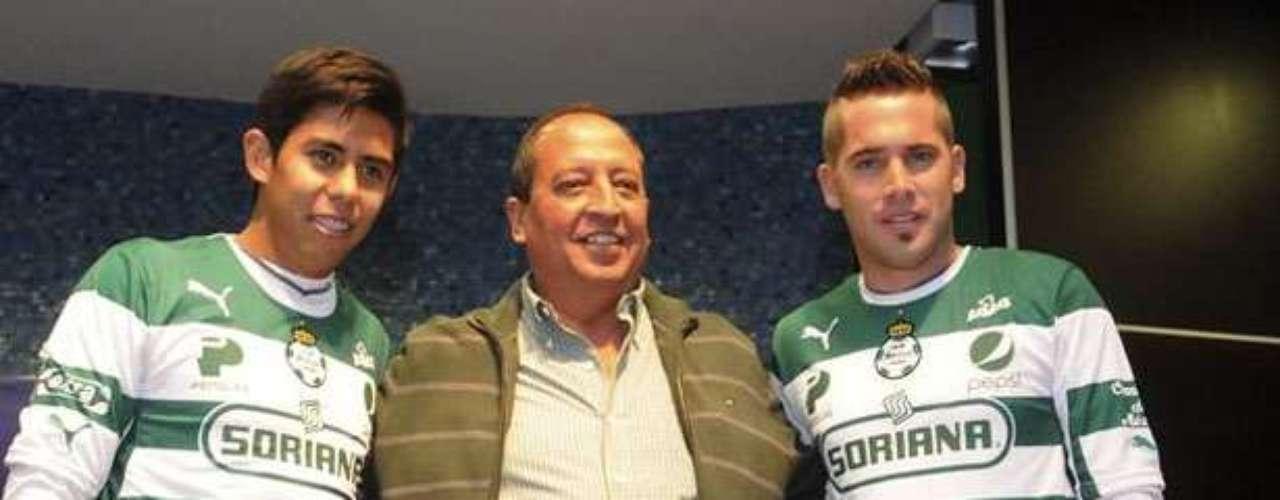 Como parte de ese 'cambalache', Néstor Calderón y Mauro Cejas son contrataciones del Santos.