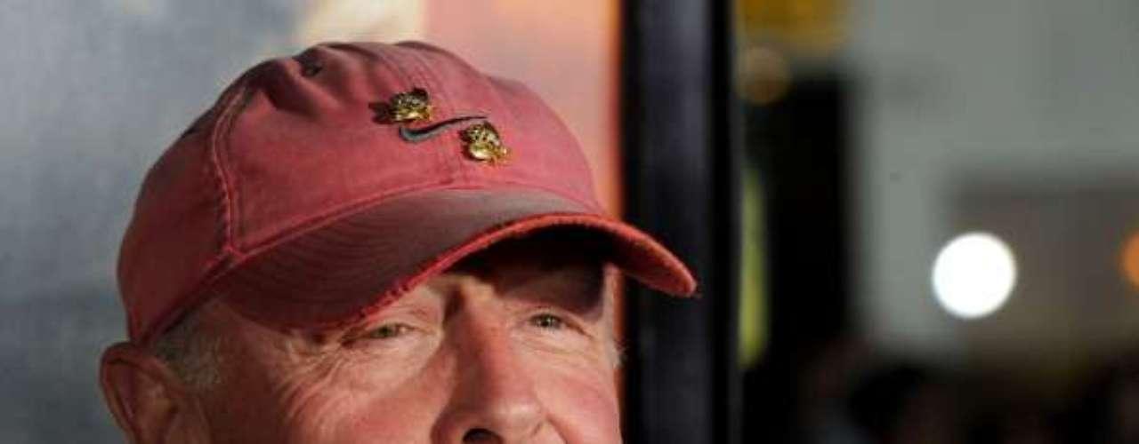 TONY SCOTT  Muy impactante resultó la muerte del director de Top Gun y True Romance. El hermano de Ridley Scott murió presuntamente por mano propia, tirándose de un puente en Long Beach, California. Tenía 68 años.