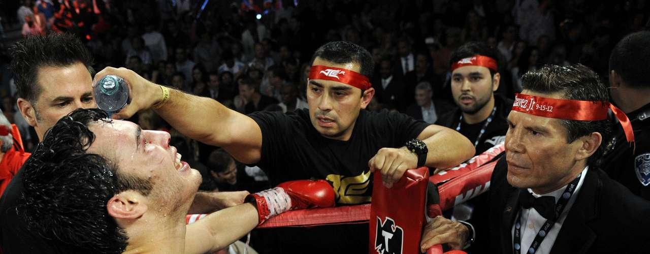 Sin embargo, Chávez Jr., ya había presentado problemas con las sustancias prohibidas.El 14 de noviembre del 2009 el 'Junior' derrotó a Troy Rowland en el MGM de Las Vegas, pero luego del control antidopaje se detectó en su cuerpo un diurético, Furosemida. La Comisión Atlética de Nevada le quitó el triunfo.