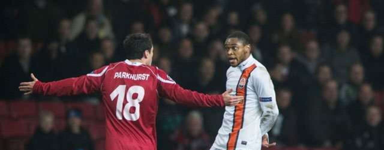 4) A GOAL WITHOUT 'FAIR PLAY' The Brazilian striker Luiz Adriano of Shakhtar Donetsk was charged by UEFA after taking advantage of a ball his teammate was returning in a moment of fair play to score on Nordsjaelland.
