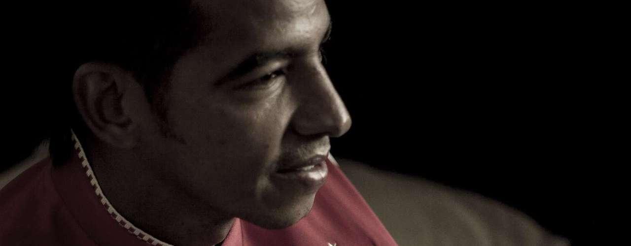 Ahora en su corazón se encuentra Independiente Santa Fe, y con sus goles, quiere que los hinchas de este equipo olviden la anotación que les marcó el 12 de diciembre de 2010 con el Deportes Tolima, tanto que dejó derrotado y eliminado de jugar la final del torneo finalización a los rojos.