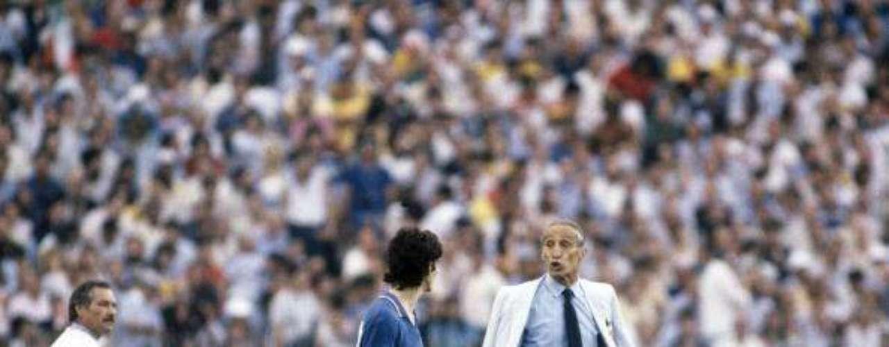 Tras los malos resultados en el Mundial de Alemania 74, los dirigentes italianos decidieron darle la oportunidad a Bearzot de la selección azzurra, sobre todo porque ya había sido auxiliar en los Mundiales de 1970 y 1974. En Argentina 78, el combinado quedó en tercer lugar, por lo que el timonel comenzó a preparar a un combinado joven que acudiera a España 82. A pesar de que en la Eurocopa también terminaron en cuarto lugar y las críticas en contra de su trabajo eran voraces, no escuchó y llevó a gente de su confianza como el goleador Paolo Rossi, quien regresaba de una suspensión de dos años tras haber participado en amaño de partidos. Sin duda, el estratega se moría con la suya.