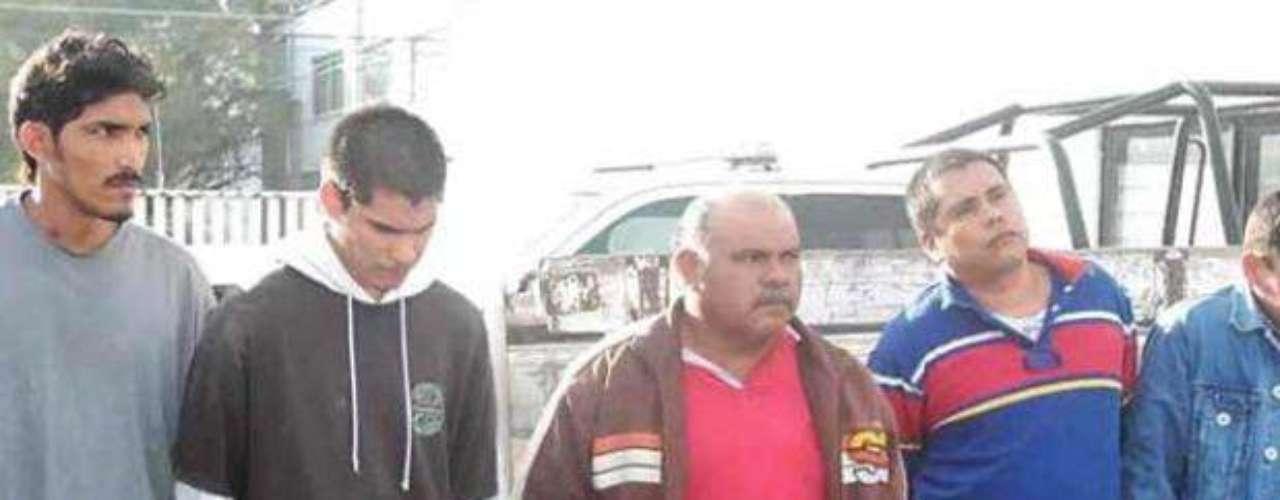 16 de diciembre del 2012.- La Secretaría de Seguridad Pública de Apodaca dio a conocer la detención de cinco presuntos involucrados en los daños a dos puentes peatonales, al utilizar maquinaria para sustraer parte de las vigas de soporte con la intención de vender el material como chatarra.