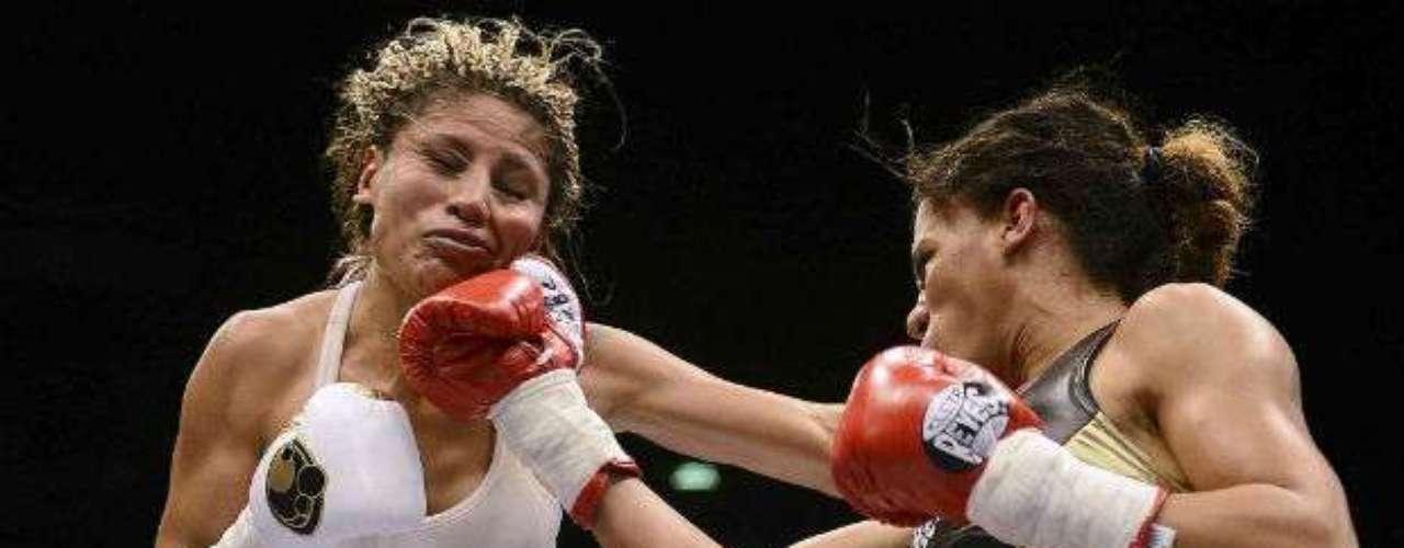 En el plano de las mujeres, el 13 de octubre la mexicana Mariana 'Barbie' Juárez (izquierda) perdió su cetro mosca del CMB a manos de la estadounidense Ava Knight quien se impuso en 10 rounds, por decisión unánime.