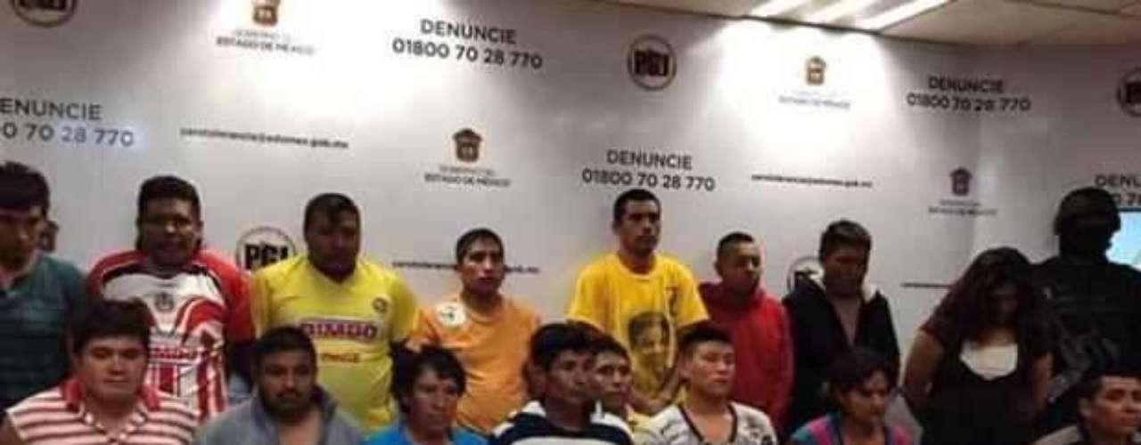 18 de julio del 2012.- La Procuraduría del Estado de México presentó a 17 personas detenidas por su presunta participación al ataque registrado a un campamento cristiano en el paraje de Inahuac, cerca del Parque ecológico \