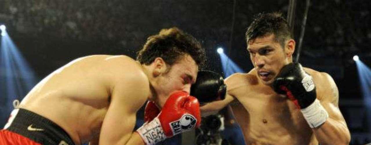 El 15 de septiembre, el argentino Sergio 'Maravilla' Martínez (derecha) capeó un vendaval en los instantes finales de la pelea y venció por puntos a Julio César Chávez Jr. para arrebatarle el cetro mediano del CMB.